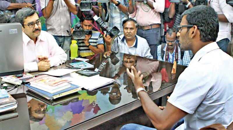 Actor Vishal, on Wednesday gives his petition to Chief Electoral Officer Rajesh Lakhoni at the secretariat, after his nomination papers were rejected (Photo: DC)