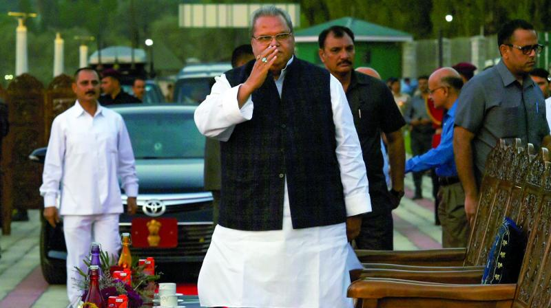 Jammu and Kashmir governor Satya Pal Malik arrives to inaugurate the Musical Laser Fountain on the back lawns of SKICC in Srinagar on Wednesday.(PTI)