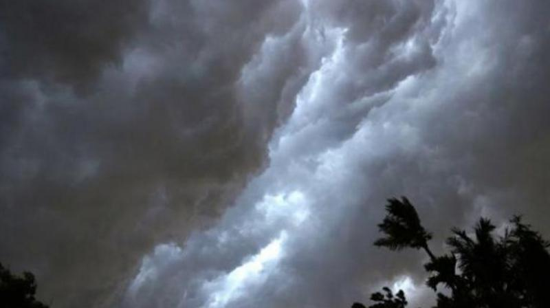 Delhi likely to witness light rain, cloudy sky today