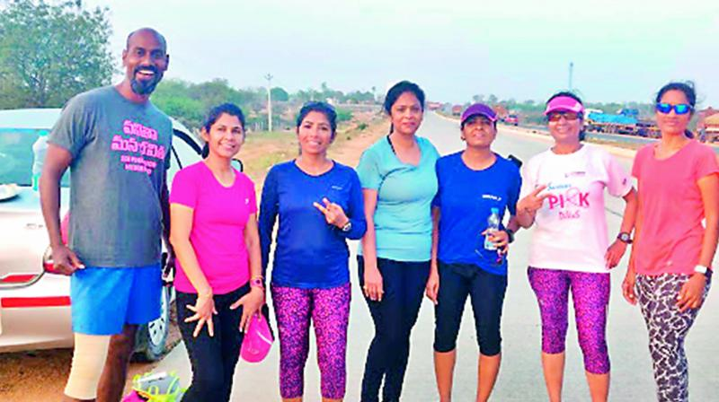 Samuel Sudhakar with the six women participants for the 'City to City run' from Warangal to Hyderabad.