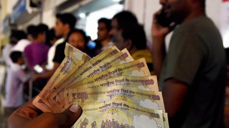 People lined up outside an ATM to withdraw 100 rupees notes and deposite 500 & 1000 rupees notes in Chennai. (Photo: PTI)