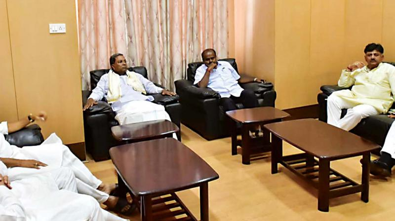 Chief Minister H.D. Kumaraswamy, coalition's co-ordination committee chairman Siddaramaiah, Congress general secretary K.C. Venugopal, KPCC president Dinesh Gundurao, Deputy CM Dr G. Parameshwar and ministers M.B. Patil and D.K.Shivakumar at a meeting at Kumarakrupa Guest House in the city on Wednesday