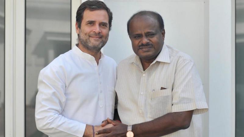 Karnataka Chief Minister H D Kumaraswamy met Congress president Rahul Gandhi on Thursday. (Photo: Twitter/ ANI)