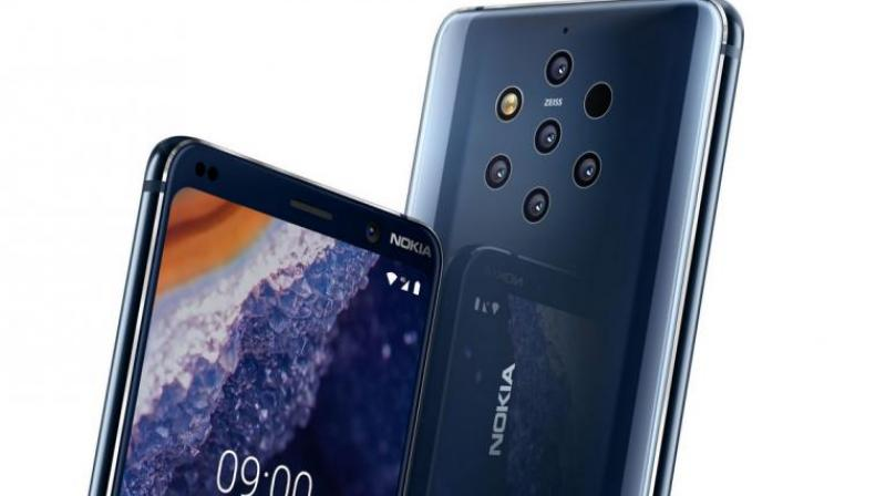 The Penta-camera layout is the major highlight of the Nokia 9 Pureview.