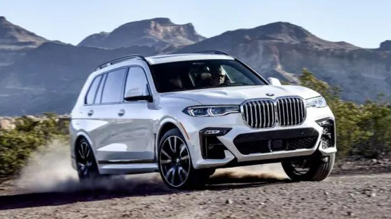 The first ever X7 opens up a brand new dimension in luxurious driving pleasure and is designed to elevate every moment of the journey.