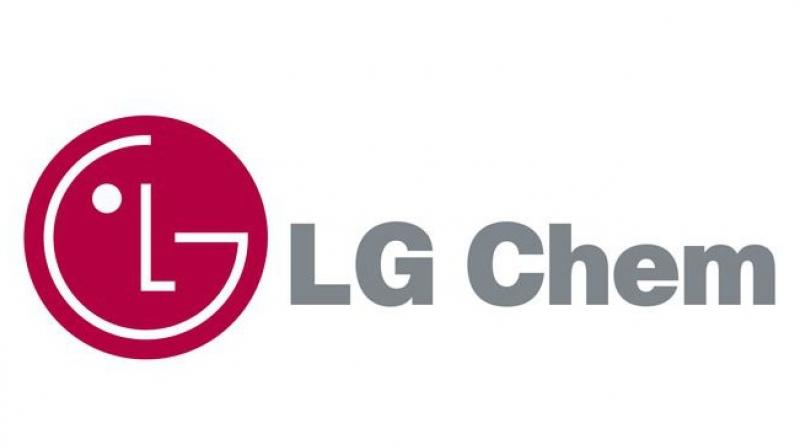 LG Chem and its American unit have filed a lawsuit against SK Innovation in the US International Trade Commission (ITC), accusing SK Innovation of misappropriation of trade secrets by hiring its former employees.