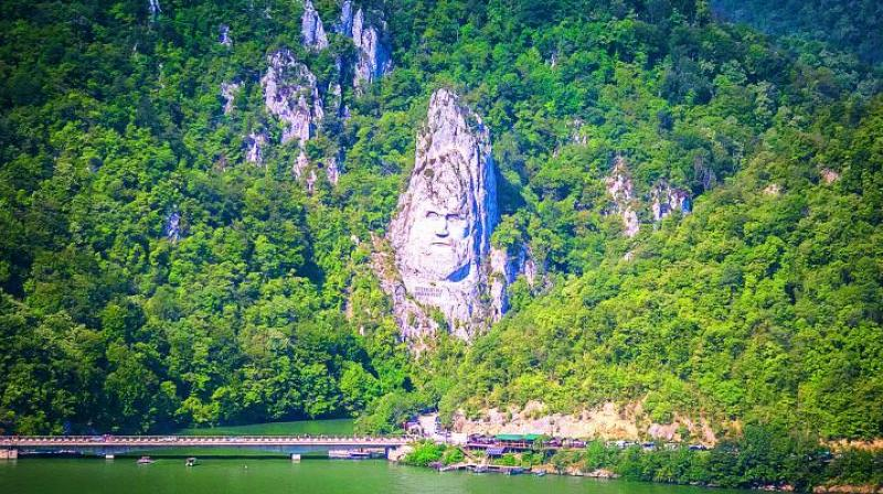Decebalus rock carving