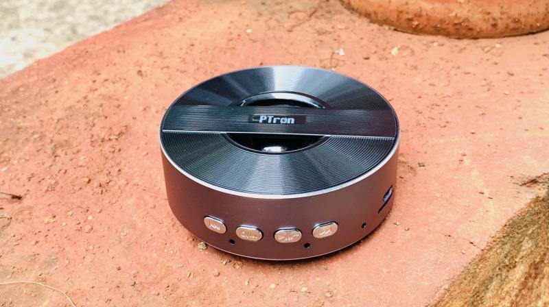 The PTron Musicbot Mini is a compact speaker that looks like an NHL hockey puck and because of this design itself, I found a lot of favour in it.