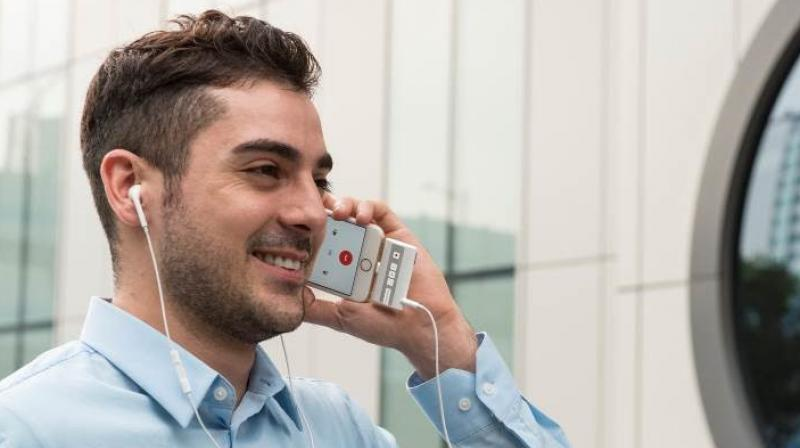 This device lets you record voice calls on iPhone for free