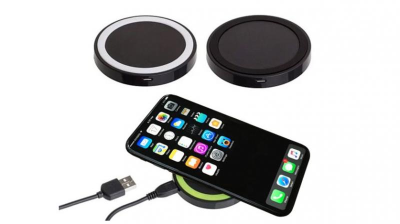 This charging pad is simple to use; just place the phone on top of it and it automatically starts charging. Not just that, it can also charge any other Qi-compatible Android smartphone such as the Galaxy S8.