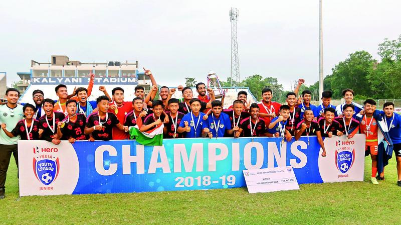 India junior internationals Himanshu Jangra and Maheson Singh scored the two second-half goals for Minerva, who not only retained their title but also ended the 12-match winning streak of Bengaluru.