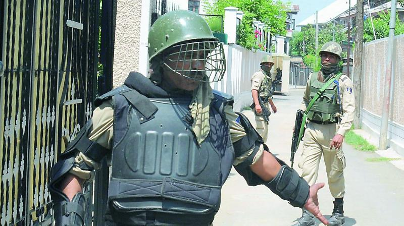 Army personnel accompany NIA sleuths as they conduct raids over allegations that separatist groups were receiving funds from Pakistan. (Photo: DC)