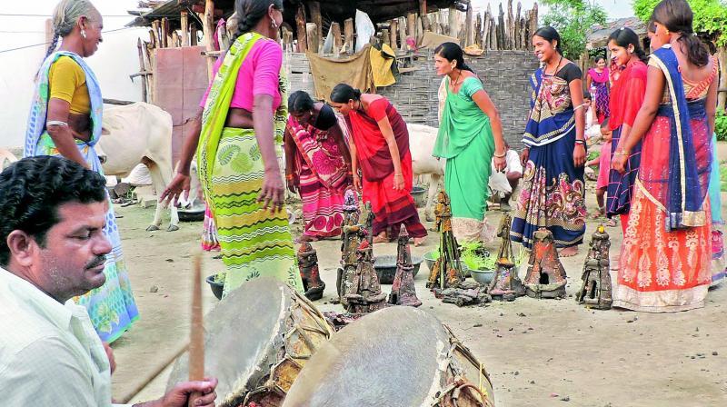 Mathura women (Khaithi Labana) dance to the Nagara drum beats as part of Teej celebrations in Adilabad district. (Photo: DC)