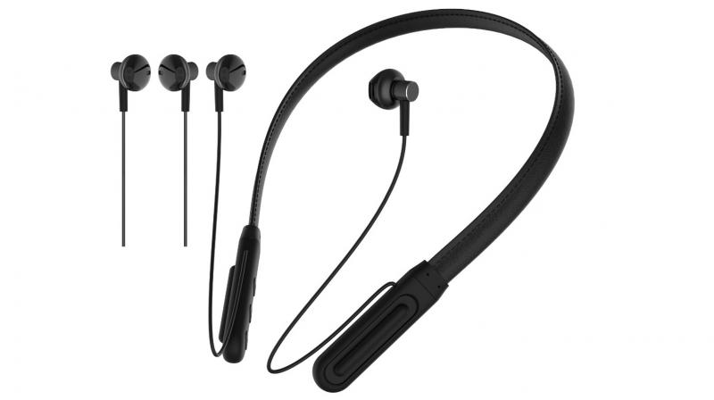 CL-60 wireless earphones possess a lightweight design with built-in magnetic earbuds.