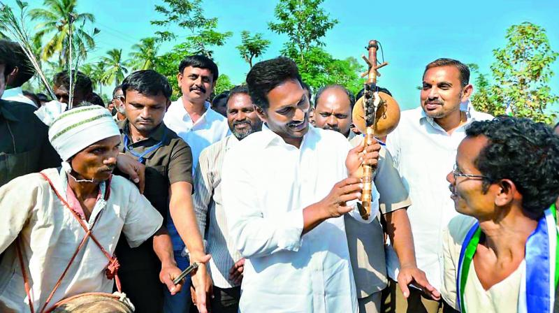 YSRC chief Y.S. Jagan Mohan Reddy interacts with farmers during his Praja Sankalpa Yatra near Palakonda in Srikakulam district on Monday. (ECCAN CHRONICLE)