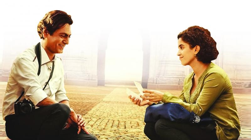 Nawazuddin Siddiqui and Sanya Malhotra play the lead roles of Rafi and Miloni who meet accidentally at the Gateway of India where Rafi (Nawazuddin Siddiqui ) hovers around while trying hard to make a living as a street photographer.
