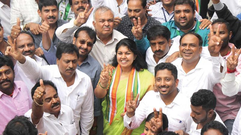 Newly elected Congress MLA from Jayanagar Sowmya Reddy with her father Ramalinga Reddy and party workers celebrating after winning the Jayanagar assembly election.  (Photo:DC)