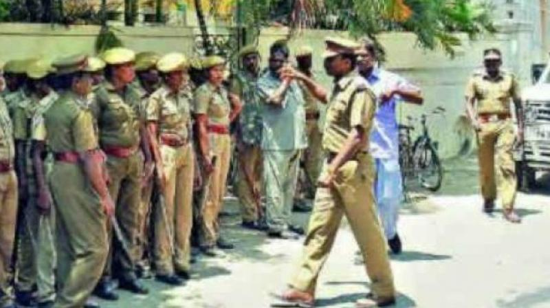 The incident, however, happened on Tuesday when the men from Thane halted their vehicle in the middle of a road in the busy Chheda Nagar locality of Chembur in eastern Mumbai. (Representational Image)