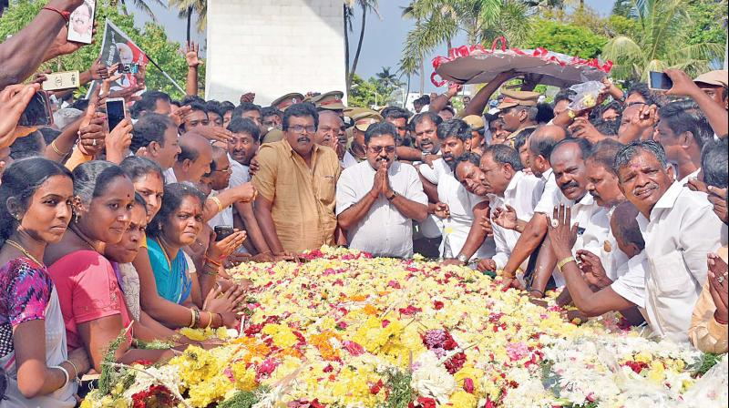 AIADMK rebel candidate TTV Dhinakaran pays floral tribute to MG Ramachandran at his memorial on Sunday. (Photo: DC)