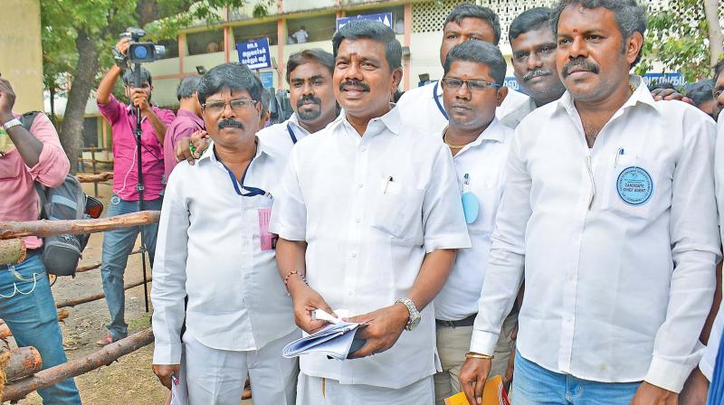 TTV Dhinakaran leads in first 2 rounds of RK Nagar by-election