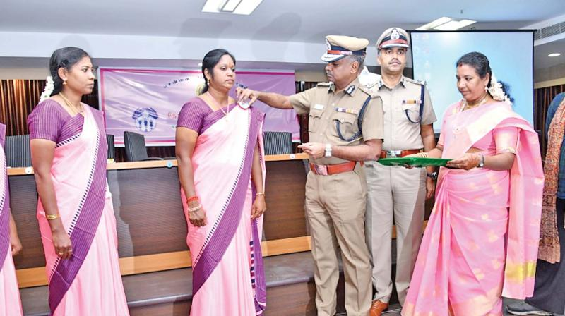 A. K. Viswanathan assigning women police officers at the launch of the 'Thozhi' scheme.