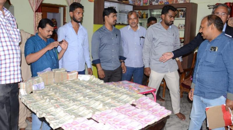 Cash and gold seized from the house of tahsildar M. Lavanya.