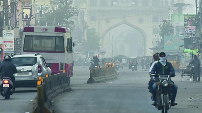 The picturesque Charminar looks hazy as a thick blanket of fog covered the city on Saturday morning. (style photo service)