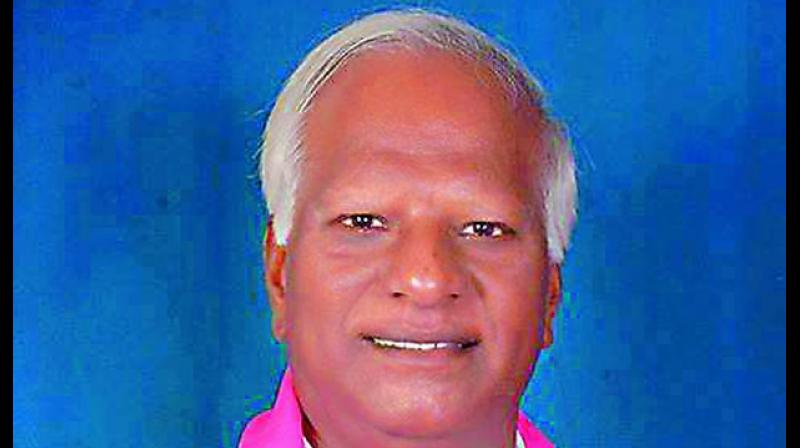 Education minister Kadiyam Srihari has issued orders to all DEOs to send a list of primary schools having inadequate student strength.