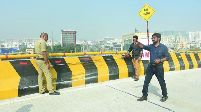 Experts anlayse the spot on the Biodiversity flyover from where the car fell on Saturday.(Photo: R. Pavan)
