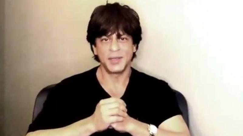 Screengrab from the video posted by Shah Rukh Khan's fan page.