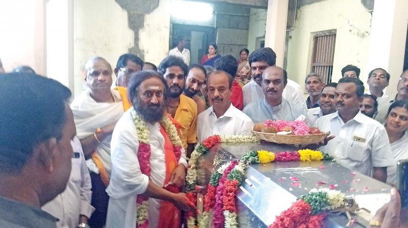 Ravishankar, founder of Art of Living, inaugurates the organic waste composting unit at Swaminathaswamy temple at Swamimalai on Wednesday.  (Image: DC)
