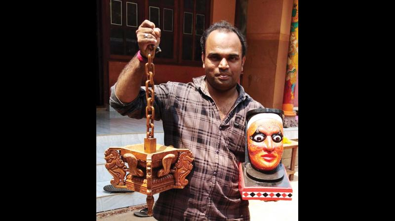 Anil Karthika with his sculpture works