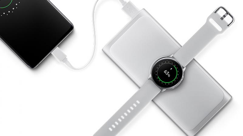 Samsung Wireless Power Bank gives you the reliability and convenience to use wireless charging on the go.