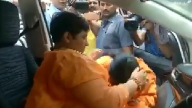 Bharti was seen consoling her and offering her water. She was also seen bowing to Pragya Thakur. (Photo: Screengrab)