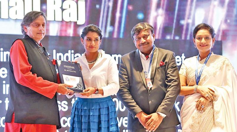 Mithali Raj receives Youth Sports Icon of Excellence Award from Shashi Tharoor at the conclave on Saturday. (Photo: DC)