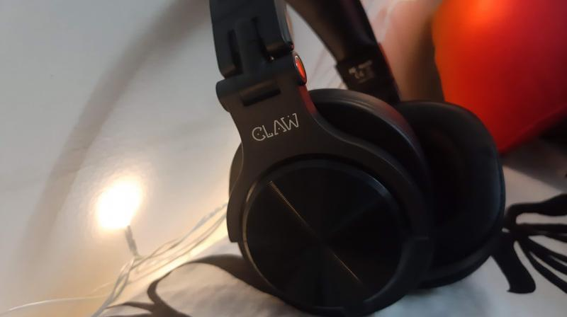 The Claw SM 50 headphones are another in Claw's expanding range of budget friendly and professionally usable headphones.