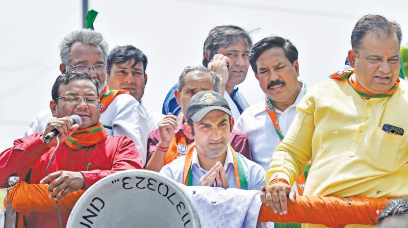 While Gambhir hit back by sending defamation notices to three AAP leaders for accusing him, the cricketer's former teammates threw his weight behind him on social media.