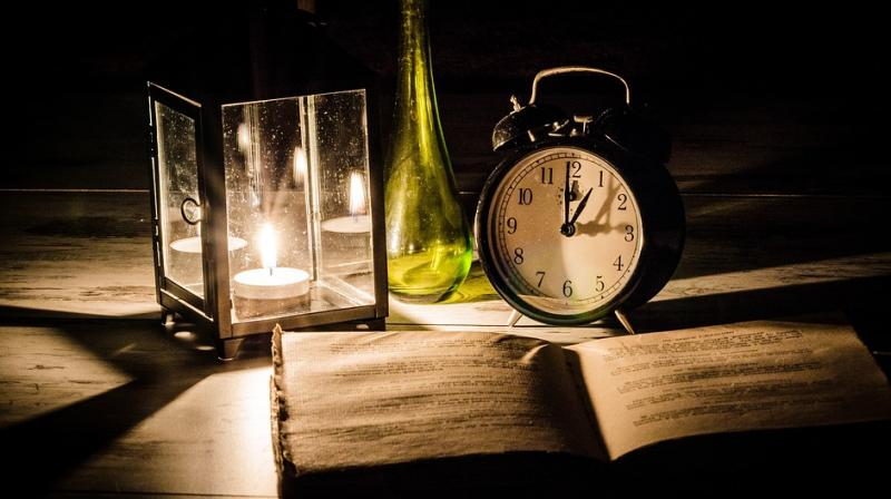Most teenagers from this generation have the habit of staying up late, one night before the exam to overstuff their minds by memorising information. (Photo: Pixabay)