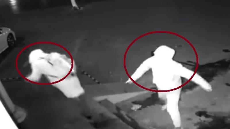 Clumsy burglar accidentally knocks down his partner in failed robbery