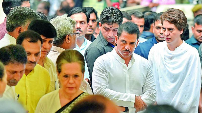 Congress Parliamentary Party chairperson Sonia Gandhi, party general secretary Priyanka Gandhi Vadra and her husband Robert Vadra attend the funeral of former chief minister Shiela Dikshit, at Nigambodh Ghat, in New Delhi on Sunday.(Photo: AP)