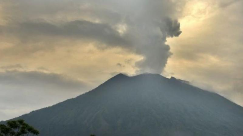 A volcano on the island of Kadovar, located about 24 km north of the Papuan mainland, began erupting on January 5. (Photo: AFP)