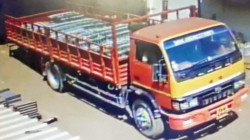 CCTV footage of the truck used by the gang. (Photo: DC)