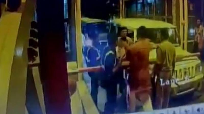A BJP legislator thrashed a toll plaza staff after he was asked to pay the money for the vehicles in his cavalcade in Fatehganj area Bareilly. (Photo: videograb)