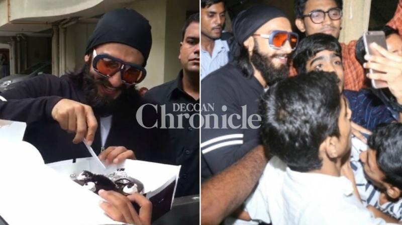 Ranveer Singh celebrated his birthday on Thursday, which he celebrated with his fans outside his house in Mumbai. (Photo: Viral Bhayani)