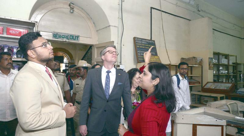 Mysore royal family scion Yaduveer Krishnadatta Chamaraja Wadiyar and Deputy Consul General of German Consulate Karl Philipp Ehlerding inspect the Janatha Bazaar building in Bengaluru on Tuesday. (Photo: DC)