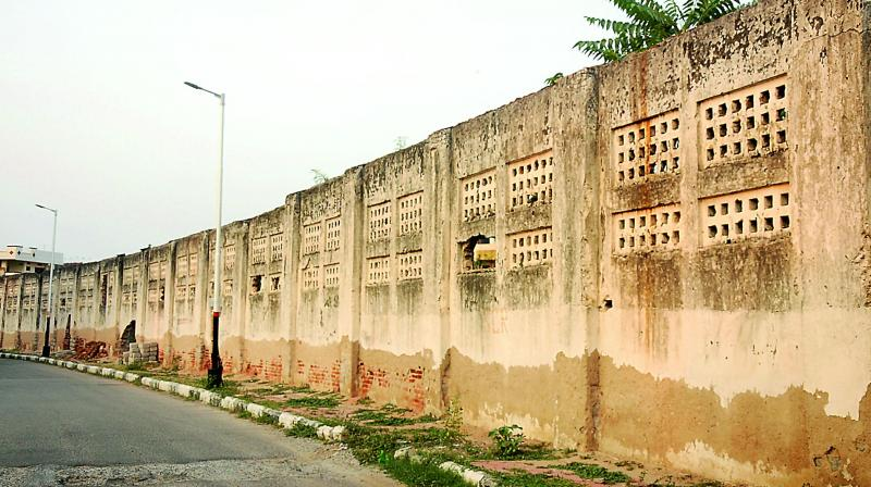 The wall with gaping holes on the road near Kacheguda station that was used by women to board trains now stands in shambles. (Photo: DEEPAK DESHPANDE)