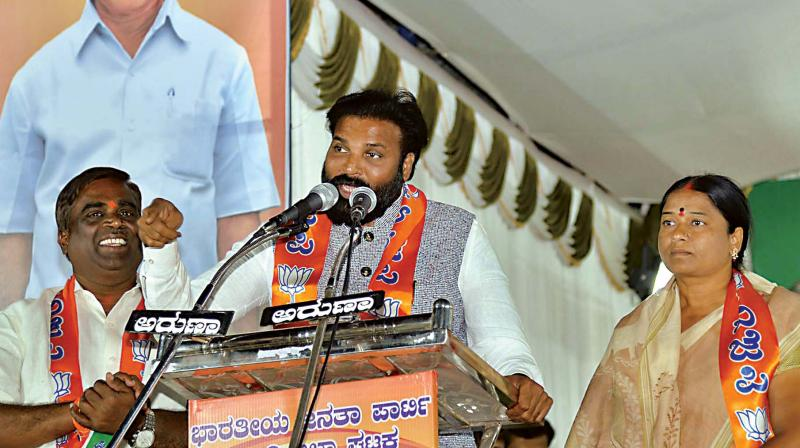 Senior BJP leader B. Sriramulu campaigns for his sister and party candidate J. Shanta in Ballari on Saturday  (Photo:KPN)