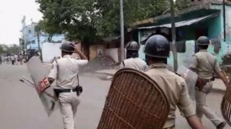 Police had to resort to lathi charge to disperse the crowd.  (Photo: File)