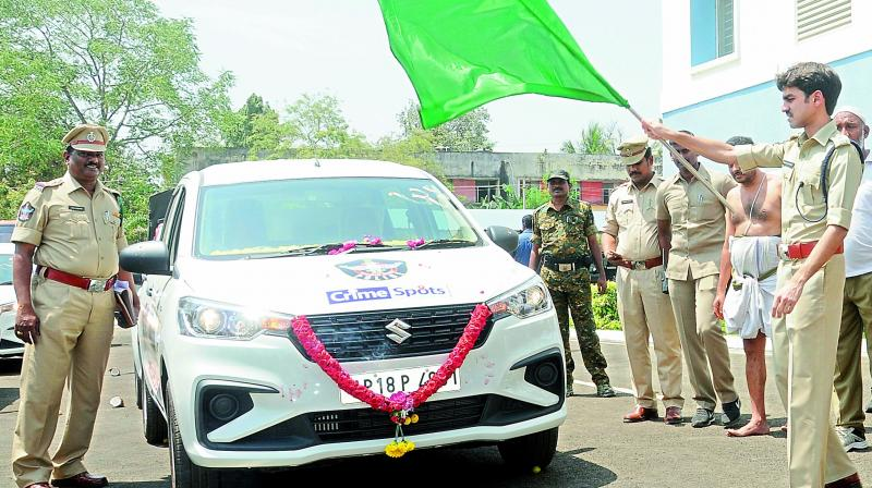 SP Ishwarya Rastagi flagged off crime spot vehicles in Nellore on Wednesday.