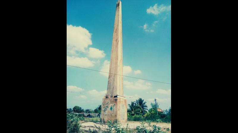 The tallest obelisk at Vidya Nagar is in urgent need of conservation in Pandavapura taluk of Mandya